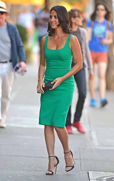 Olivia+Munn+wows+tight+green+dress+arrives+JDon2z6DmSCl