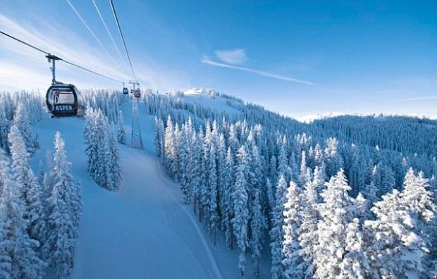 Aspen, Colorado, USA --- Aerial Tram Over Ski Slope --- Image by © Grafton Smith/Corbis
