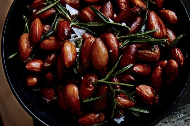 51252840_rosemary-chile-almonds_1x1