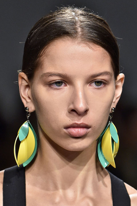 hbz-ss2016-trends-jewelry-bold-colored-earrings-proenza-schouler-gettyimages-488730352