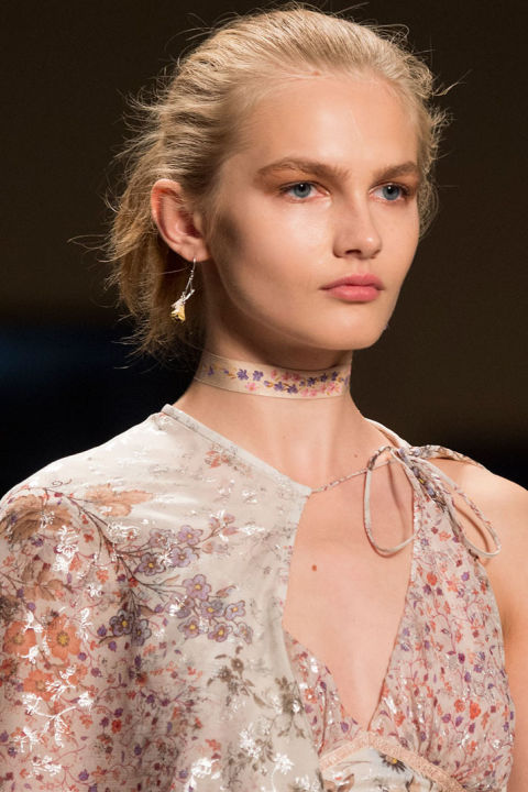 hbz-ss2016-trends-jewelry-collarbone-necklaces-etro-clp-rs16-3084