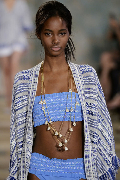 hbz-ss2016-trends-jewelry-long-and-layered-tory-burch-gettyimages-488323384