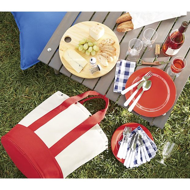 outfitted-canvas-picnic-tote