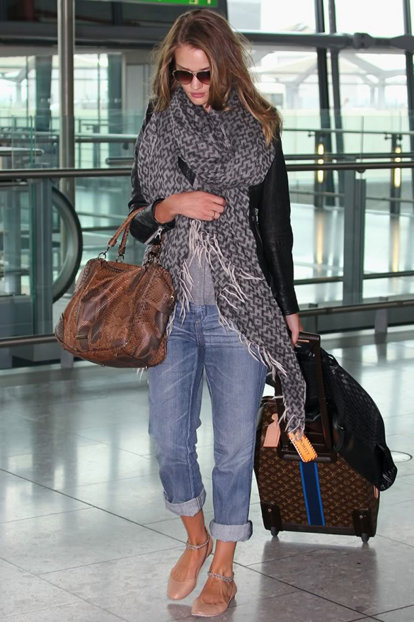 rosie-huntington-whiteley-airport-outfit-idea