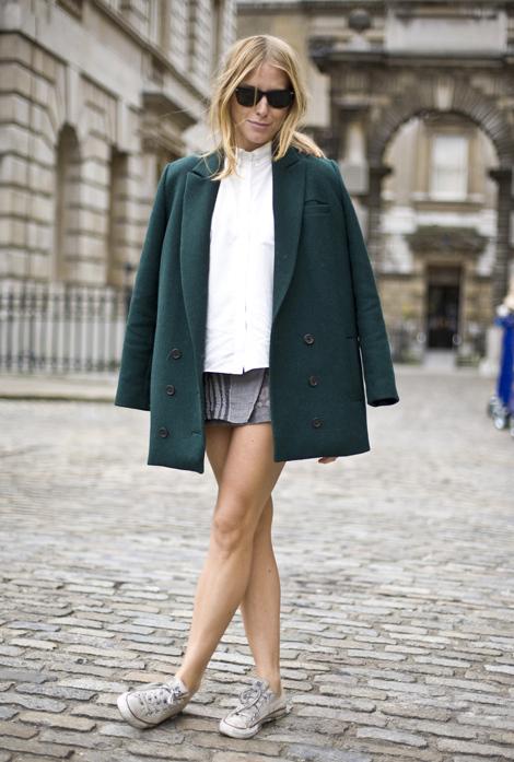 london-street-style-sneakers-skirt